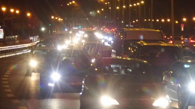 Duże korki na Wisłostradzie po zderzeniu trzech aut