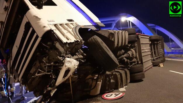 Nocne zderzenie na S8. Ciężarówka uderzyła w samochód służby drogowej